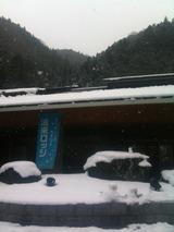 ロッジ前雪